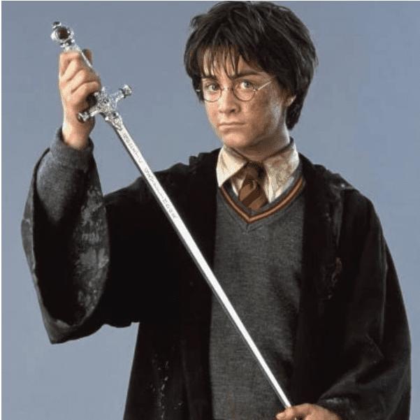 Harry regge la Spada di Grifondoro